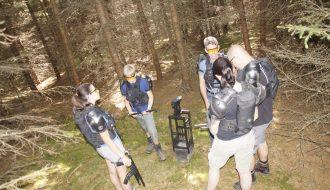 Teambesprechung vor dem outdoor Lasergame