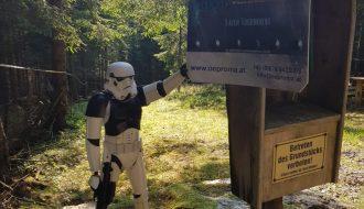 Stormtrooper bewacht das LaZer Live Action Spiel Gelände
