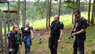 Lasergame Strategie Besprechung im Laser Areal Dunkelwald